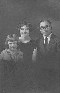 Helen, Lois, and Kenneth Zetterberg, circa 1925
